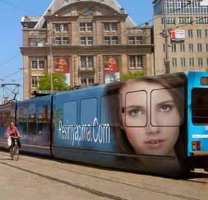 Hızlı Tren Üzerine Resim Ve Yazı Yazma