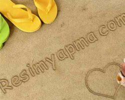 Plajdaki Kumsala Yazı Yazma